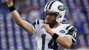 New York Jets quarterback Ryan Fitzpatrick warms up