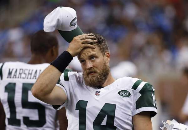 New York Jets quarterback Ryan Fitzpatrick wipes his