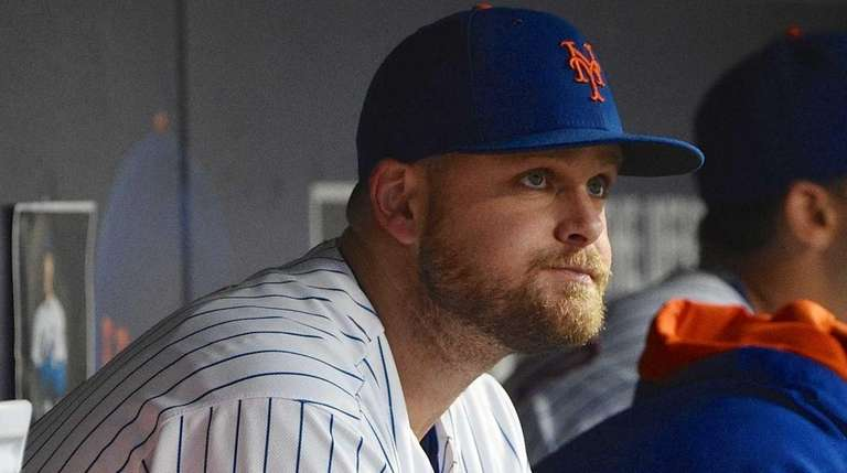 New York Mets first baseman Lucas Duda looks