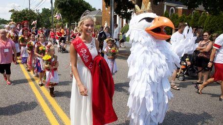 Miss Polish Town USA Claudia Zacharewicz parades down