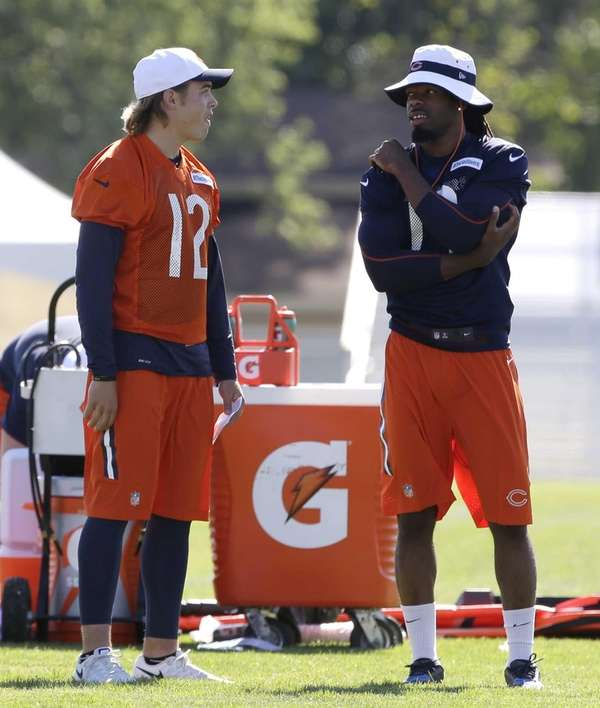 Chicago Bears wide receiver Kevin White, right, talks