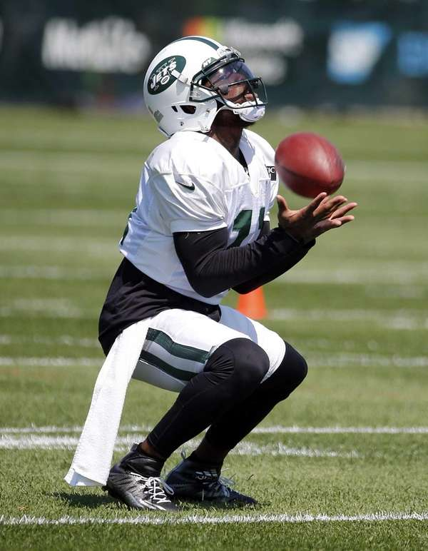 Jets wide receiver Jeremy Kerley catches a punt