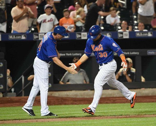 New York Mets third base coach Tim Teufel