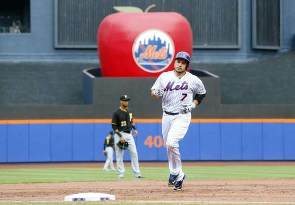 Travis d'Arnaud #7 of the New York Mets