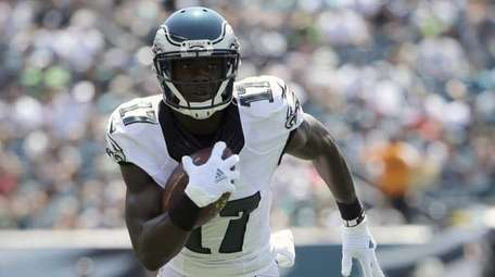 Philadelphia Eagles wide receiver Nelson Agholor (17) runs