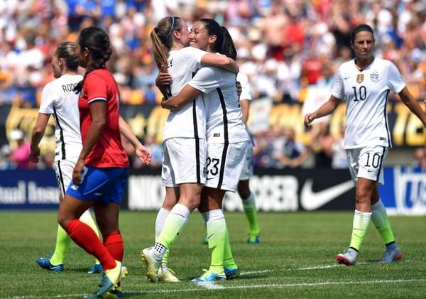 United States midfielder Heather O'Reilly (9) celebrates with