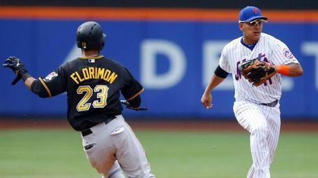 Pedro Florimon #23 of the Pittsburgh Pirates advances