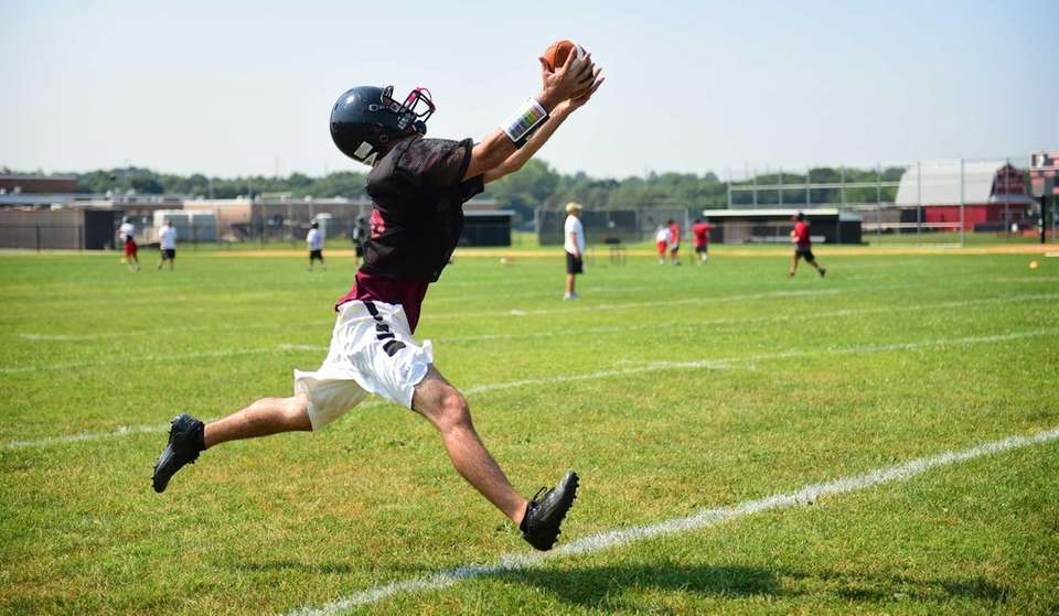 Syosset's Christian DeLuca makes a catch during their