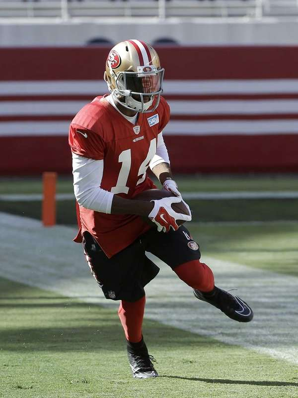 San Francisco 49ers wide receiver Jerome Simpson runs