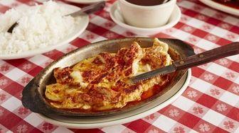 Pechuga al ajillo, chicken cutlets broiled in garlic