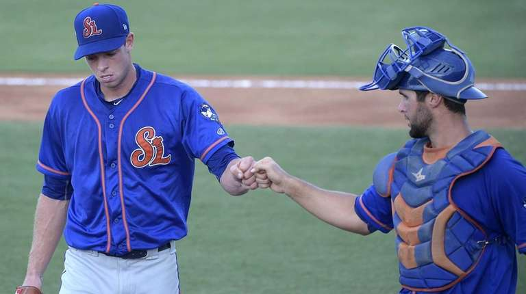 New York Mets pitcher Steven Matz, left, bumps