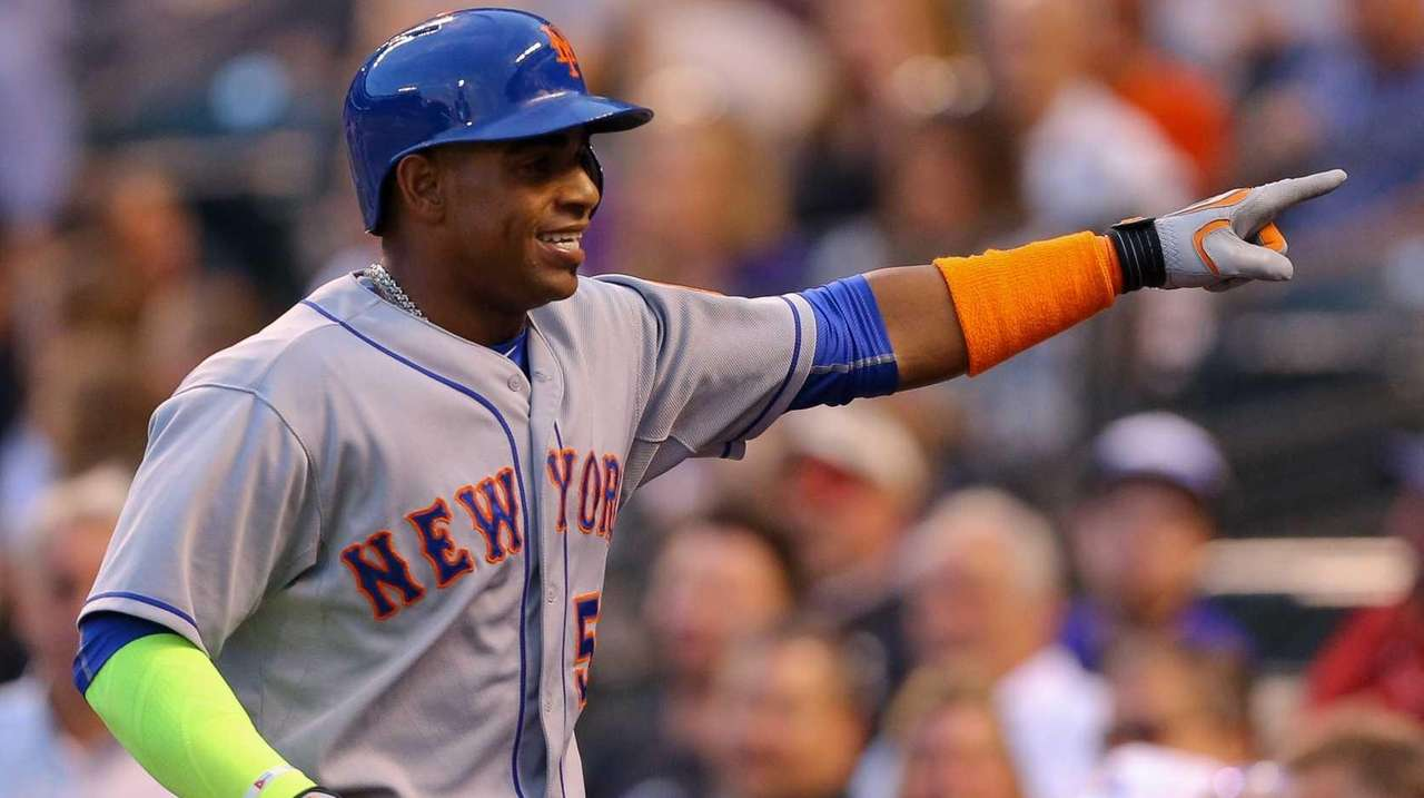 Yoenis Cespedes of the New York Mets celebrates
