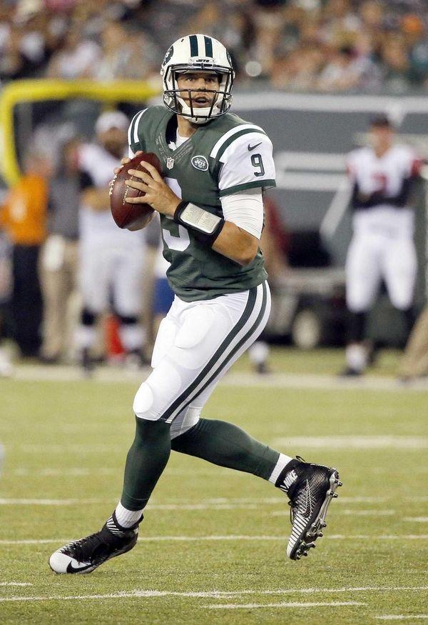 New York Jets quarterback Bryce Petty steps into