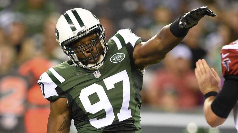 New York Jets outside linebacker Calvin Pace (97)