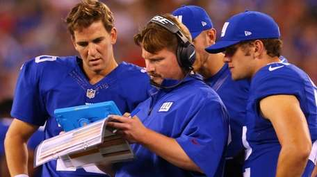 New York Giants quarterback Eli Manning and offensive