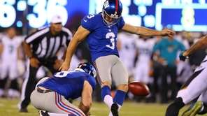New York Giants kicker Josh Brown (3) kicks