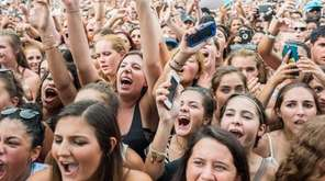 The crowd cheers for Fetty Wap at the