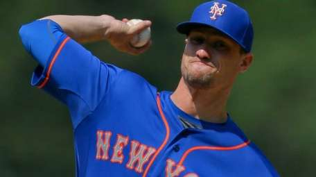 Mets starting pitcher Logan Verrett delivers to home