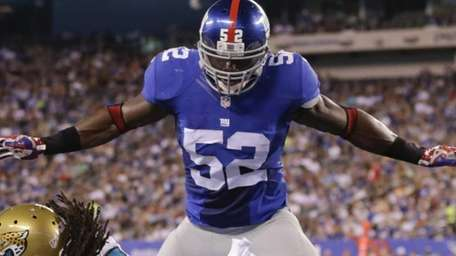 New York Giants middle linebacker Jon Beason breaks