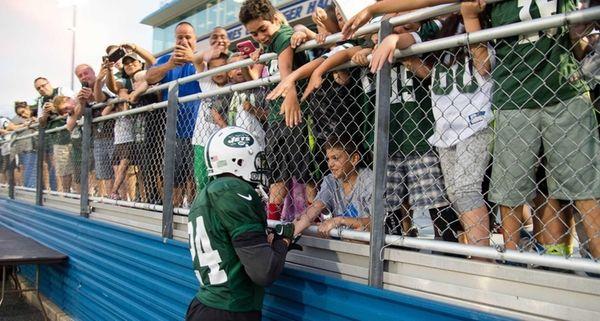 New York Jets defensive back Darrelle Revis leaves