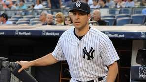 New York Yankees first baseman Mark Teixeira comes
