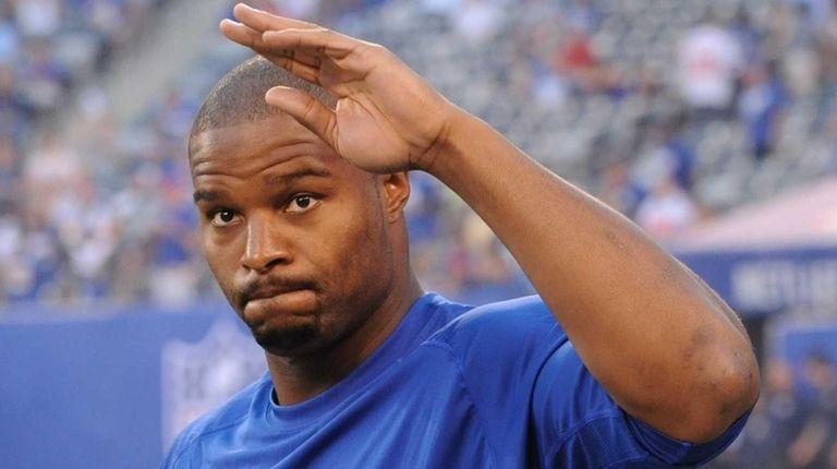 New York Giants defensive end Osi Umenyiora waves