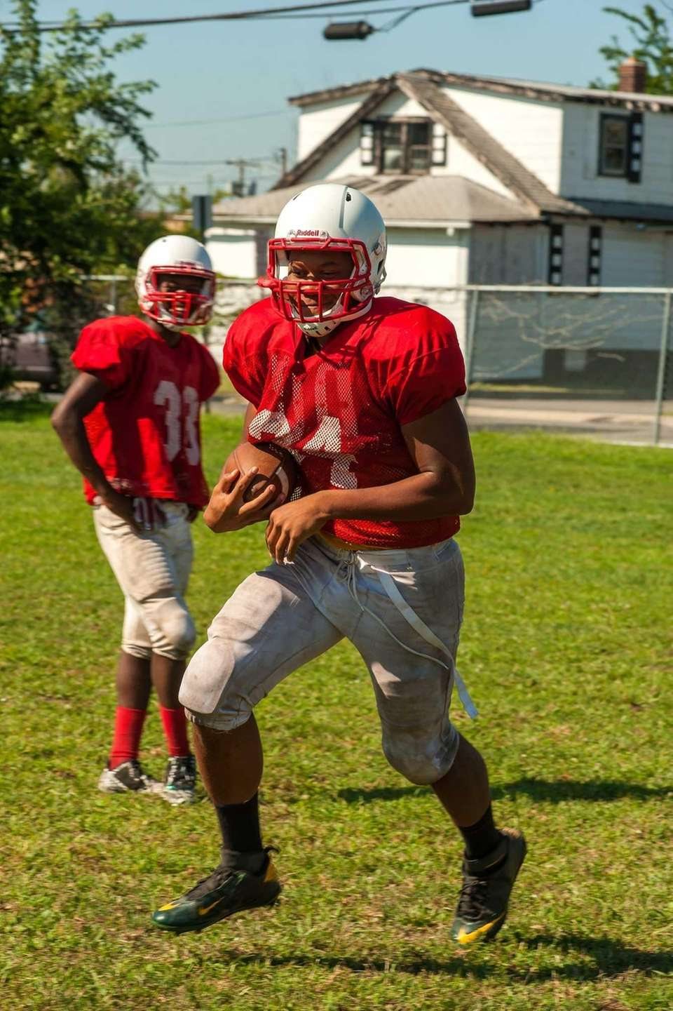 Freeport's Tyree Powell practices for the 2015 football