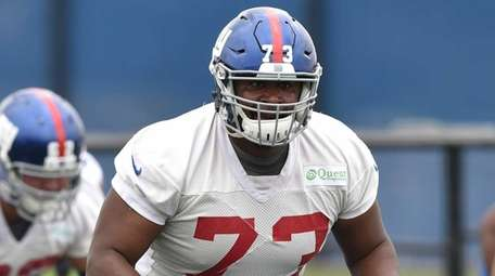 New York Giants offensive lineman Marshall Newhouse practices