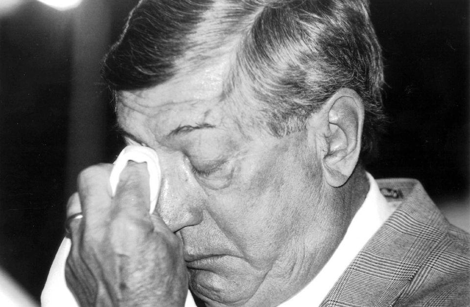 Al Arbour wipes away a tear as he