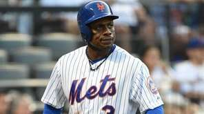 New York Mets rightfielder Curtis Granderson reacts after