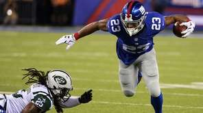 New York Giants running back Rashad Jennings slips