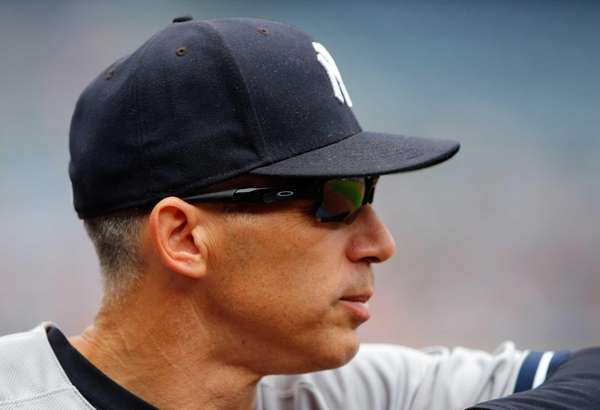 Joe Girardi #28 of the New York Yankees