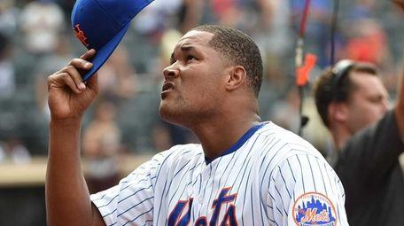 New York Mets relief pitcher Jeurys Familia raises
