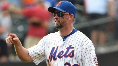 Mets leftfielder Michael Cuddyer celebrates the 5-4 win
