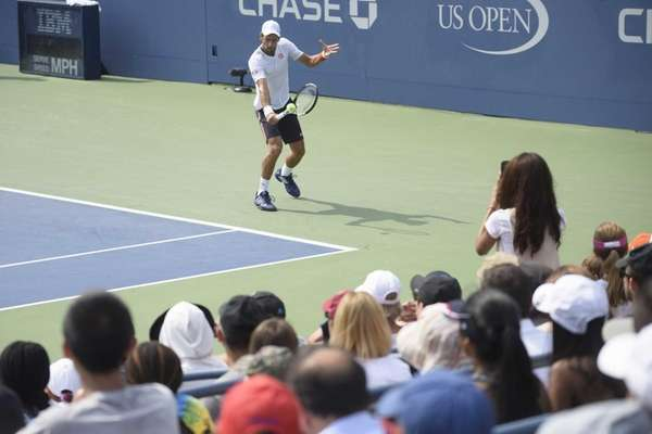 Tennis fans watch as Novak Jokovic practices at