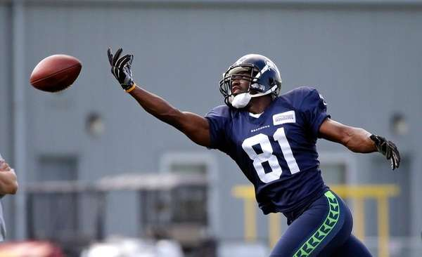 Seattle Seahawks wide receiver Kevin Norwood can't reach