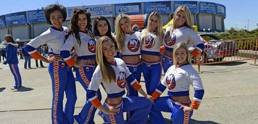 Members of the New York Islanders Ice Girls