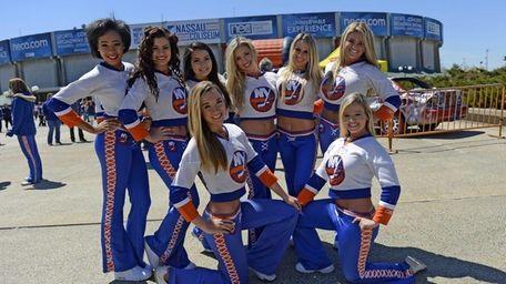 Members of the New York Islanders Ice Girls