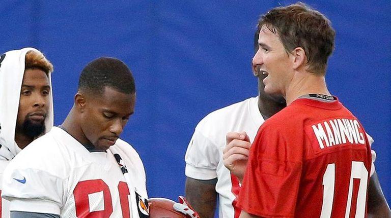 New York Giants quarterback Eli Manning (10) talks