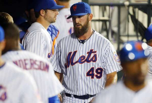Jon Niese of the New York Mets walks
