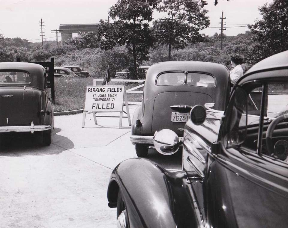 A traffic jam on July 4, 1948, on