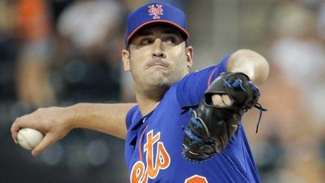 New York Mets starting pitcher Matt Harvey throws