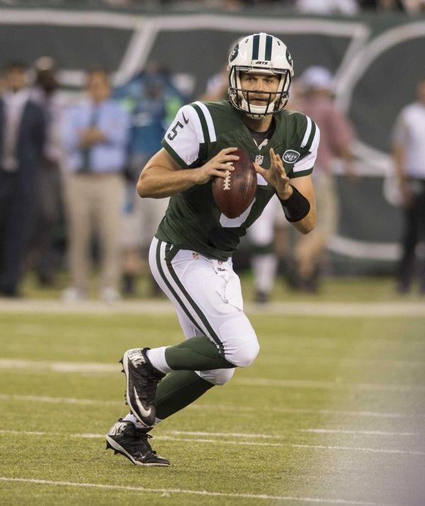 New York Jets quarterback Matt Flynn looks to