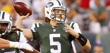 Matt Flynn of the New York Jets throws