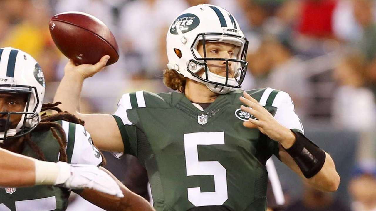 Matt Flynn of the New York Jets throws
