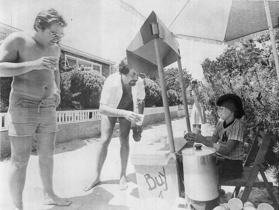 Paul Jasper and Jerry Liebowitz buy lemonade from