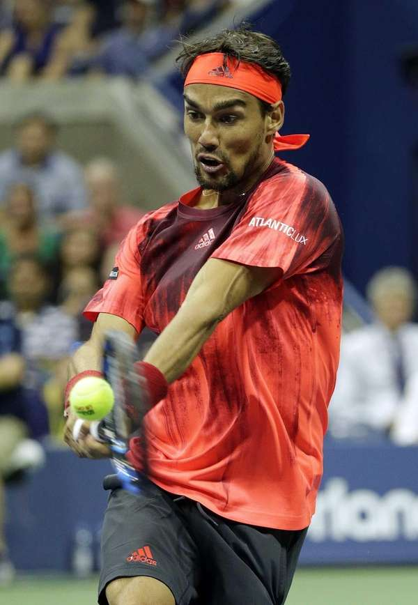 Fabio Fognini hits the backhand return to Rafael