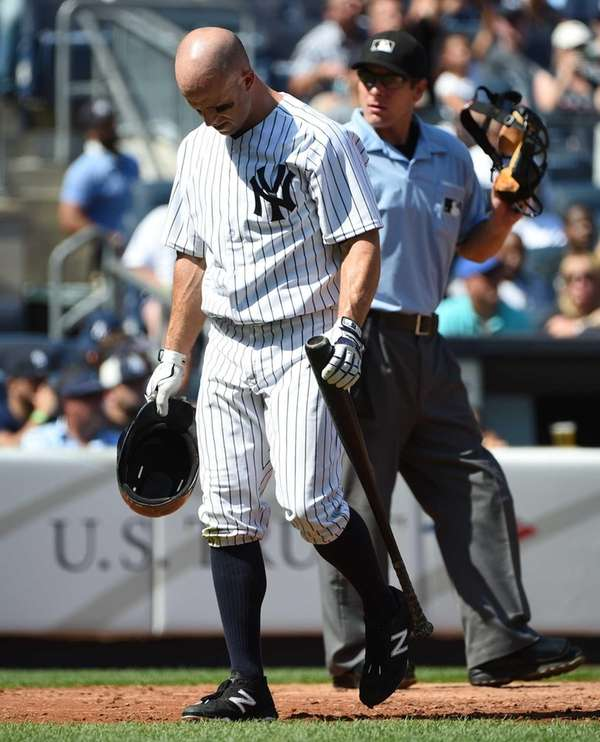 New York Yankees leftfielder Brett Gardner walks to