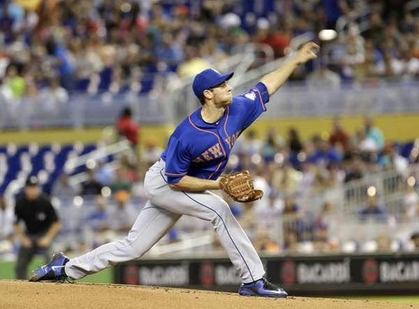 New York Mets' Steven Matz pitches against the