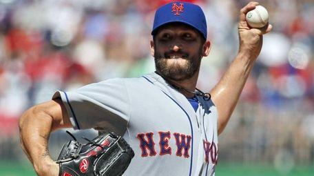 New York Mets starting pitcher Jonathon Niese throws